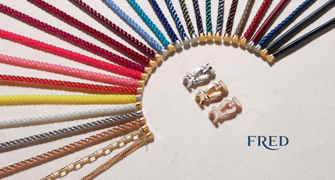 À l'époque de sa création, le bracelet Force 10 propose une association de matériaux innovante : or et acier.